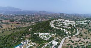 日落空中寄生虫录影在爱琴海和希腊海岛的有美丽的云彩和颜色的,希腊,4k 50fps 股票录像