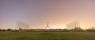 日落美好的场面在议会议院堪培拉, Australi的 库存图片