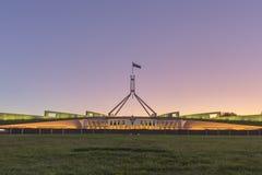 日落美好的场面在议会议院堪培拉, Australi的 库存照片