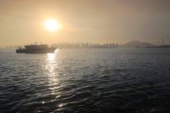 日落船 库存图片