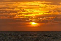 日落覆盖海洋 库存照片
