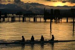 日落观点的在口岸唐森,华盛顿的划船乘员组 库存图片