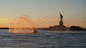 日落观点的Liberty夫人 免版税图库摄影