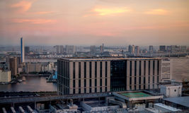 日落视图向从Shiodome驻地的东京湾 免版税图库摄影