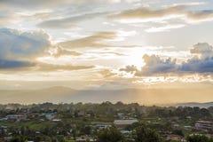 日落视图在东枝的小村庄 库存图片