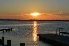 日落视图在海岛末端 免版税库存照片