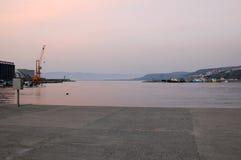 日落视图在Vibo小游艇船坞 免版税图库摄影