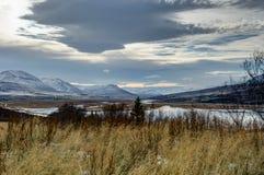日落视图往Mt的冰岛阿克雷里 苏卢尔 免版税图库摄影