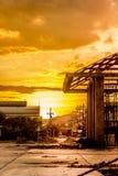 日落视图,与各种各样的大厦和拥有的建筑 免版税图库摄影