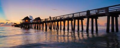 日落那不勒斯码头,佛罗里达美国 免版税库存图片