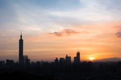 日落都市风景 免版税库存照片