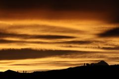 日落附近的Namtso湖 免版税库存图片