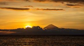 日落风景有巴厘岛,印度尼西亚全景  库存照片
