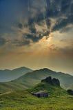 日落高峰石房子 库存图片