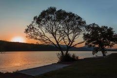 日落,保加利亚,欧洲美丽的景色在Pchelina水坝的 库存图片