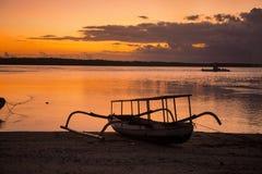 日落,村庄Toyopakeh,努沙Penida,印度尼西亚 库存照片