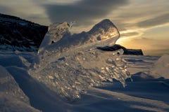 日落 贝加尔湖冰块  库存图片