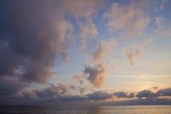 日落clowds海天空 库存照片