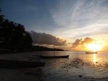 日落Desa Keliobar, Ralat海岛 图库摄影