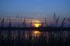 日落Patok,阿尔巴尼亚视图盐水湖  免版税图库摄影