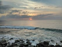 日落Playa Rompeolas Aquadillia波多黎各 库存图片