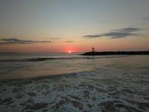 日落Playa Rompeolas Aquadillia波多黎各 免版税库存图片