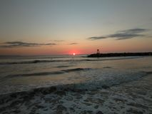 日落Playa Rompeolas Aquadillia波多黎各 免版税库存照片