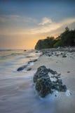 日落Sangiang海岛,万丹省 印度尼西亚 库存图片