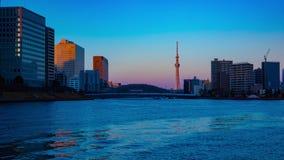 日落timelapse天对在住田河的夜东京掀动的 股票视频