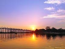 日落U Bein桥梁 免版税图库摄影