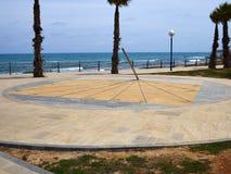 日规街道时钟沿海岸区肋前缘布朗卡西班牙 免版税图库摄影