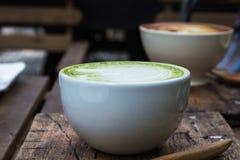 日语喝,席子cha拿铁杯绿茶 免版税库存照片