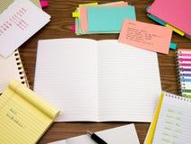 日语;学会在笔记本的新的语言文字词 库存图片