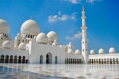 日间著名阿布扎比盛大清真寺 免版税库存照片