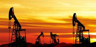 日6月卡扎克斯坦月西部的油泵 免版税图库摄影