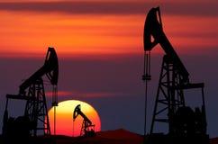 日6月卡扎克斯坦月西部的油泵 免版税库存图片