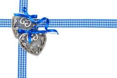 日s华伦泰 在白色背景的两银色心脏 免版税图库摄影