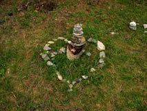 日s华伦泰 以心脏的形式石头 假山花园愿望履行的宝石 Arshan,布里亚特共和国,俄罗斯 免版税库存图片