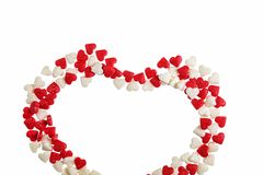 日s华伦泰 心脏被隔绝的由焦糖制成在白色背景 库存图片