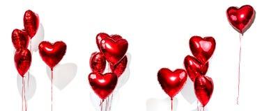 日s华伦泰 被设置的气球 在白色隔绝的束红色心形的箔气球 库存图片