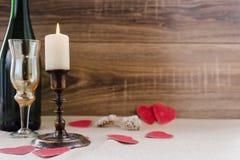 日s华伦泰 酒,蜡烛,小心脏 库存图片