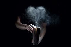 旧书和多灰尘的心脏 库存照片