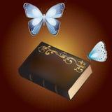 旧书和蝴蝶。 库存图片