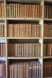 旧书在Mafra宫殿图书馆里 免版税库存照片