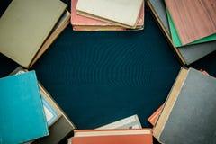 旧书框架与拷贝空间的 库存照片
