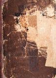 旧书盖子纹理、棕色皮革和纸 库存照片