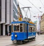 旧时电车在市瑞士苏黎士 库存图片