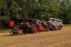 旧时米尼亚波尼斯蒸汽引擎和打谷机 免版税库存照片