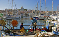 旧港口和Notre Dame de la Garde,马赛 免版税图库摄影