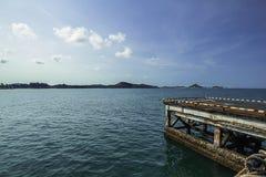 旧港口在海 免版税库存图片